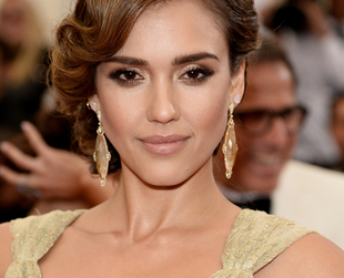 Check out the best celebrity hairstyles from the 2014 Met Gala and draw inspiration for elaborate updos, trendy braids, classic curls or glamorous wavy hairstyles!