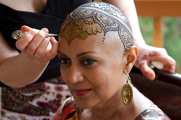 Drawing A Henna Crown