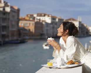 Sticking to your diet during your vacation might seem impossible, but with a few simple tips, you can still enjoy local delicacies without abandoning your diet.