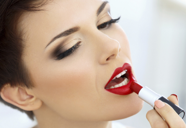 Applying Lipstick The Right Way