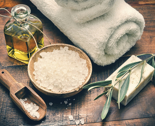 Check out a few easy, inexpensive and quick DIY body scrub recipes with commonly available ingredients which can be created in the comfort of your own home.