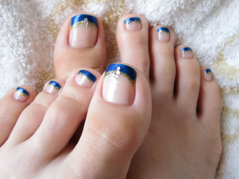 French Tip Pedi - Pictures : The Trendiest Toe Nail Designs For Summer - French Tip Pedi.