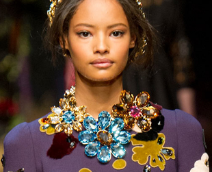 Most jewelry for Fall/Winter 2014-2015 have an intricate and artisanal feel, showing off sophisticated details. Check out the most important jewelry trends for fall.