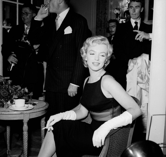 Marilyn Monroe Smoking