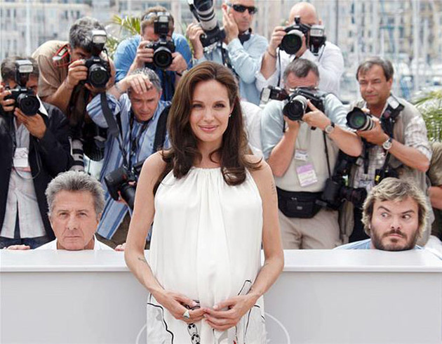 Dustin Hoffman And Jack Black Photobombing Angelina Jolie