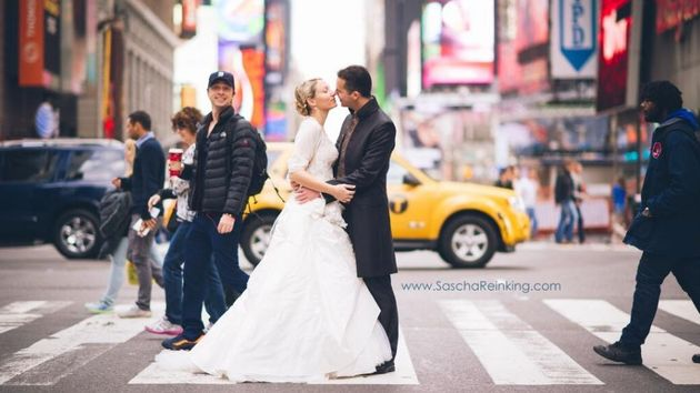 Zach Braff Photobombing A Married Couple