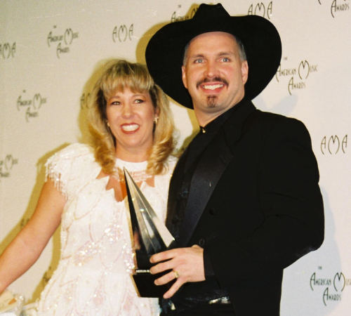 Garth Brooks And Sandy Mahl Divorce