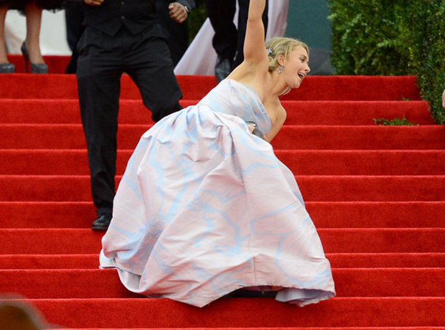 Hayden Panettiere Falling On The Red Carpet