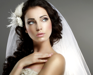 When you want to look your best for the big day, for your guests and in your pictures, it's wise to avoid some of the most common mistakes of wedding makeup.