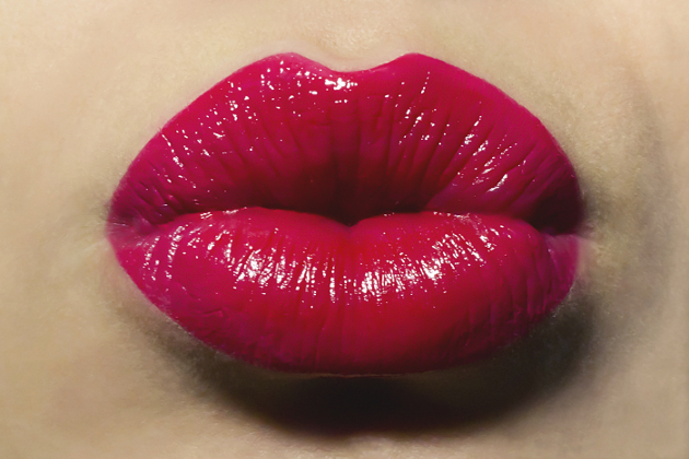 How To Wear Bold Lipstick