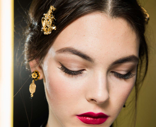 Keep your makeup trendy and fresh by checking out some of the best beauty trends for fall, from the Fashion Week runways of New York, London, Milan and Paris.