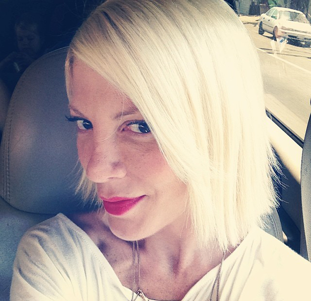 Tori Spelling Does Her Own Hair