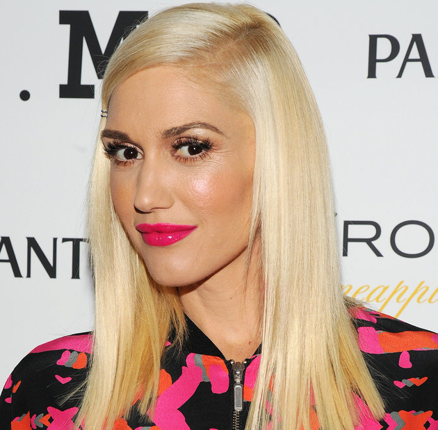 Gwen Stefani Does Her Own Makeup