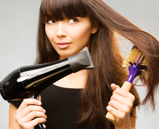 If you're trying to achieve the perfect blowout, it's important to avoid the common mistakes that hold you back. Here are the blow drying errors pros never make.