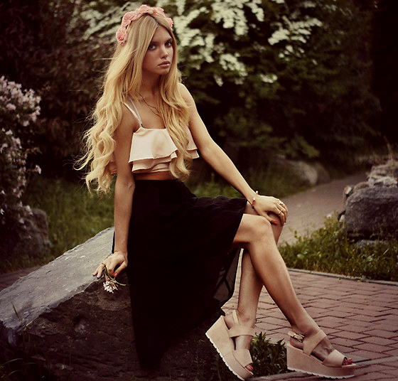 Midi Skirt With Nude Sandals
