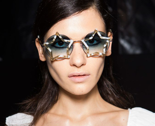 Find the perfect summer accessory by choosing the right trend for sunglasses. Check out the coolest shades from Fashion Week S/S 2015 and pick your favorite.