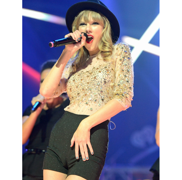 Taylor Swift Camel Toe On Stage