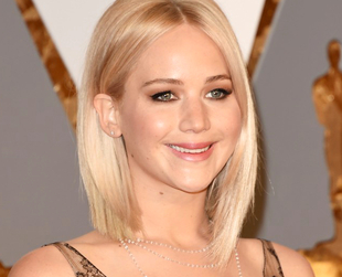 See the best 2016 Oscars hairstyles, from the classic Oscars updos to the more daring modern hairstyles spotted on the 2016 Oscars red carpet.
