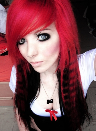 Ira_vampira_pink_orange_yellow_red_black_emo_girl_scene_queen_hair_make_up-22412