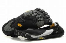 Women-vibram-five-fingers-jaya-black-silver-shoes-01_large